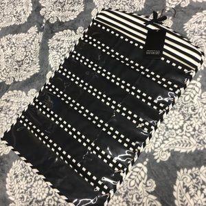 Other - NWT Zip Jewelry Hanger w/Hanging Hook